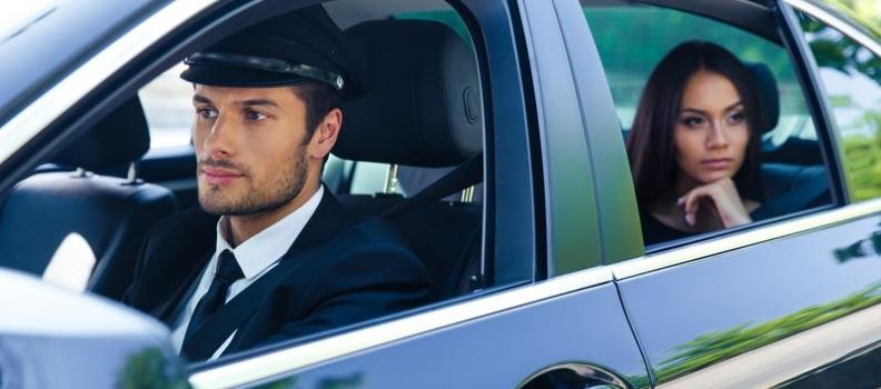 Cuatro razones para optar por la Renta de autos con chofer